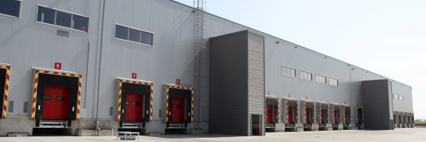 Loading-dock-at-a-warehouse